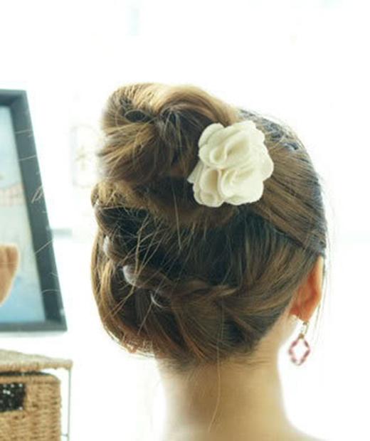 Kiểu tóc búi này sẽ mang lại cho bạn vẻ sang trọng, thanh nhã. (Ảnh: Internet)