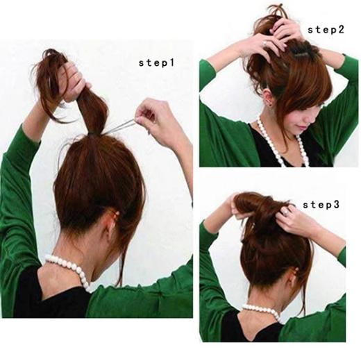 Buộc túm tóc lại như hình, chừa phần đuôi ít. Kéo phần tóc trước dây thun cũng như búi tócra để tạo độ phồng và có phần lộn xộn.(Ảnh: Internet)