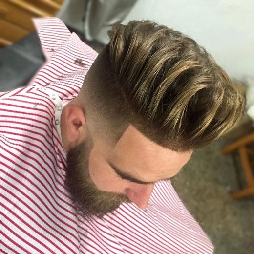 Kiểu tóc này dành cho những anh chàng có quả đầu dày xù và muốn gọn gàng hơn chút. Bạn chỉ cần chăm chỉ chải tóc hất ngược lên đầu là được. (Ảnh: menshairstyletrends)