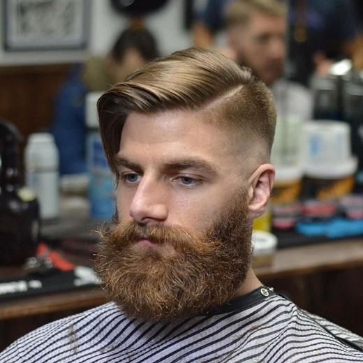 Kiểu tóc này có sự phân chia rõ rệt giữa hai bên mái. (Ảnh: menshairstyletrends)