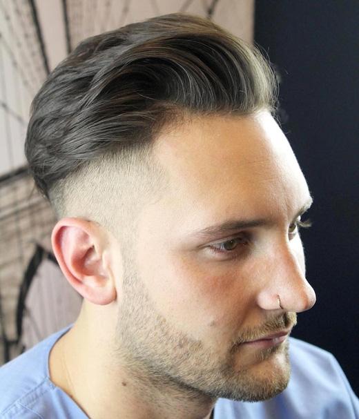 Đây là kiểu tóc khá hiện đại, phần trên bạn không cần phải rẽ ngôi. (Ảnh: menshairstyletrends)