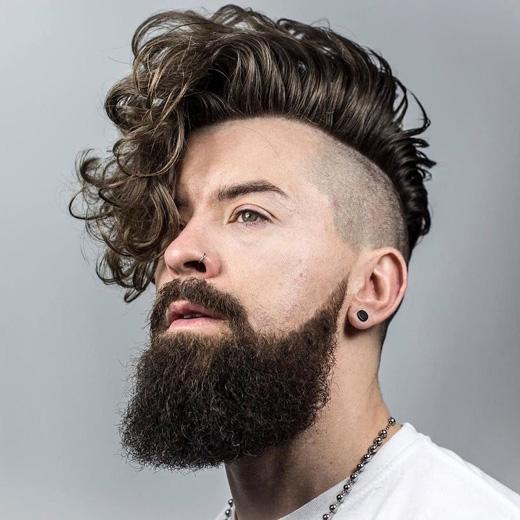 """Bạn có muốn nuôi tóc dài và làm một kiểu """"quằn quại"""" như thế này không? Khá là cá tính, ấn tượng và hiện đại đó nhé. (Ảnh: menshairstyletrends)"""