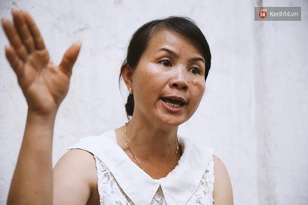 Chị Hoa bức xúc tường thuật lại sự việc anh Ân bị cướp sạch tài sản, kể cả chú chó cũng bị trộm mất nhưng may mắn chạy thoát rồi quay về lại.
