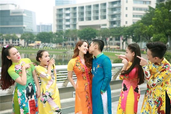 Khánh Thi – Phan Hiển trao nhau nụ hôn ngọt ngào. - Tin sao Viet - Tin tuc sao Viet - Scandal sao Viet - Tin tuc cua Sao - Tin cua Sao