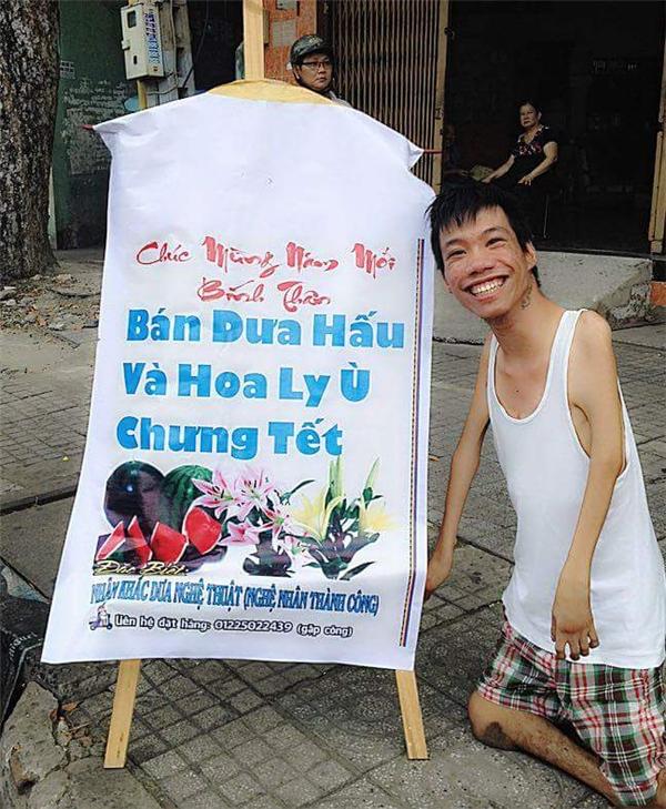 Họa sĩ trẻ Lê Minh Châu cùng quầy hàng Tết khiến cư dân mạng nể phục.(Ảnh: FBNV)