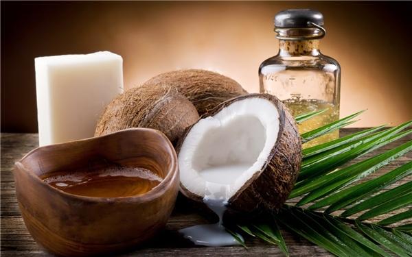 Dầu dừa giúp bạn chăm sóc vệ sinh răng miệng hiệu quả. (Ảnh: Internet)