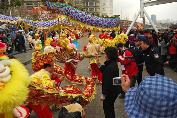 Lễ hội chùa Long Hoa tưng bừng. (Ảnh: Internet)