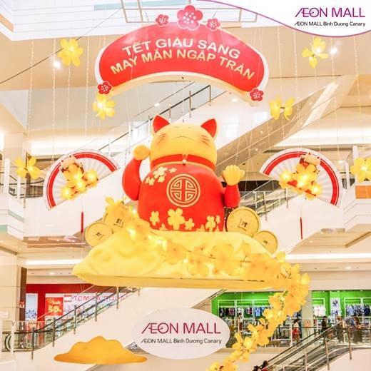 Mèo thần tài khổng lồ đang có mặt tại AEON MALL Bình Dương Canary, mang lại may mắn đến cho mọi người.