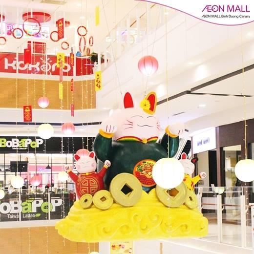 Maneki Neko nhiều màu sẽ mang nhiều may mắn trong năm mới cho khách hàng.