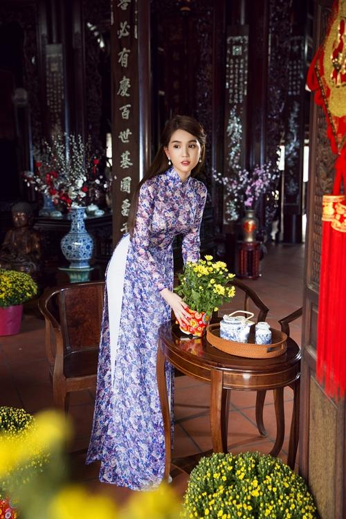 Những mẫu áo dài đẹp ngất ngây ngày đầu năm của mĩ nhân Việt