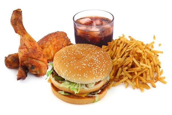 Sau khi uống rượu bia, bạn thường thèm chất béo. (Ảnh: Internet)