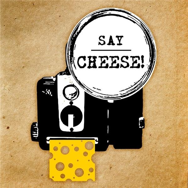 """Người ta thường nói """"cheese"""" khi chụp hình. (Ảnh: Internet)"""