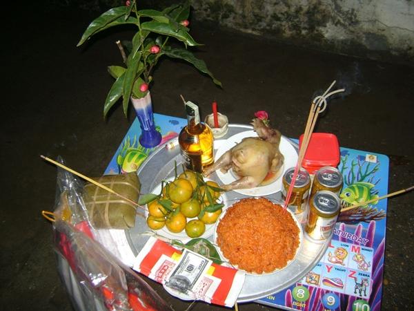 Mâm cỗ cúng truyền thống của người Việt đêm Giao thừa. (Ảnh: Internet)