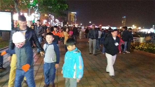 Người dân Đà Nẵng cũng rộn ràng chuẩn bị đón năm mới. Ảnh: Internet
