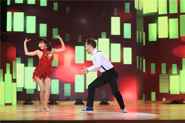 """Tuy thời gian tập luyện khá gấp rút nhưng Diệu Nhi cùng bạn nhảy đã cố gắn hết sức để cống hiến cho khán giả tiết mục """"chào sân"""" đầy ấn tượng. - Tin sao Viet - Tin tuc sao Viet - Scandal sao Viet - Tin tuc cua Sao - Tin cua Sao"""
