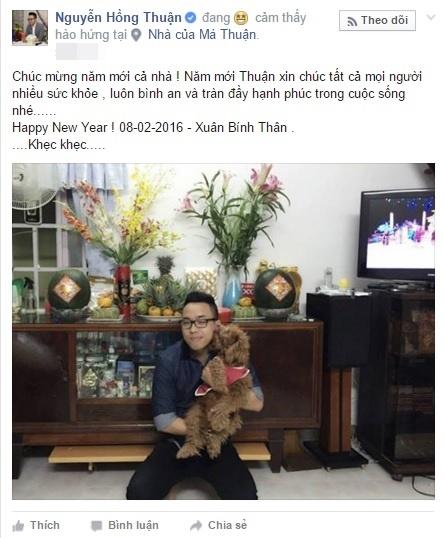 Nhạc sĩ Nguyễn Hồng Thuận tay bồng chú cún cưng chúc mừng năm mới mọi người. - Tin sao Viet - Tin tuc sao Viet - Scandal sao Viet - Tin tuc cua Sao - Tin cua Sao