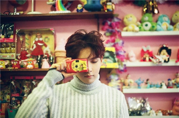 Dù không được SM quảng bá rầm rộ cho sản phẩm solo đầu tay nhưng Ryeowook (Super Junior) vẫn giành được tình cảm của các fan với mini album Little Prince. Trong các ngày Tết, nam thần tượng bận rộn ghi hình cho sân khấu Music Core đồng thời tổ chức họp fan tại Nhật.
