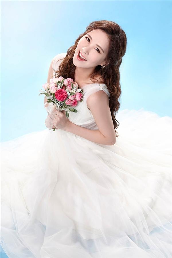 Năm 2016 được dự đoán là năm bùng nổ của em út SNSD, Seohyun. Không chỉ nhận lời tham gia phim ảnh, cô nàng vừa bận rộn chuẩn bị cho vở nhạc kịch Mamma Mia công diễn vào mùa Tết này. Theo thông tin được tiết lộ, Seohyun sẽ có 5 nụ hôn sân khấu trong mỗi vở diễn khiến các fan càng thêm háo hức.
