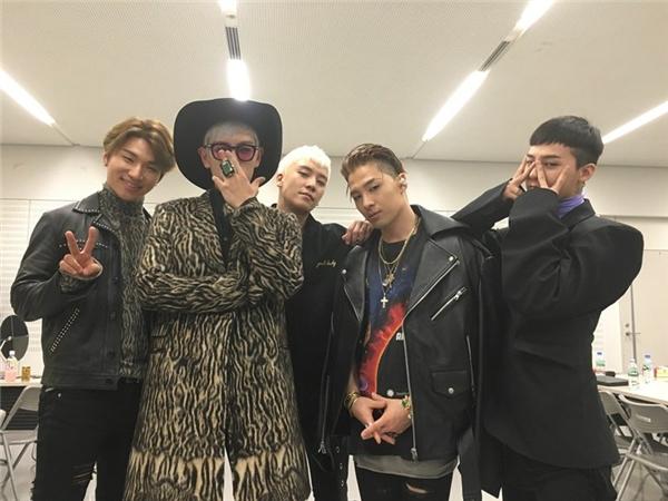 Big Bang tiếp tục chứng tỏ họ là những chú ong chăm chỉ với hàng loạt hoạt động quảng bá tại Nhật. Có thể trong năm nay, các chàng trai sẽ lần lượt tạm biệt các fan lên đường nhập ngũ.