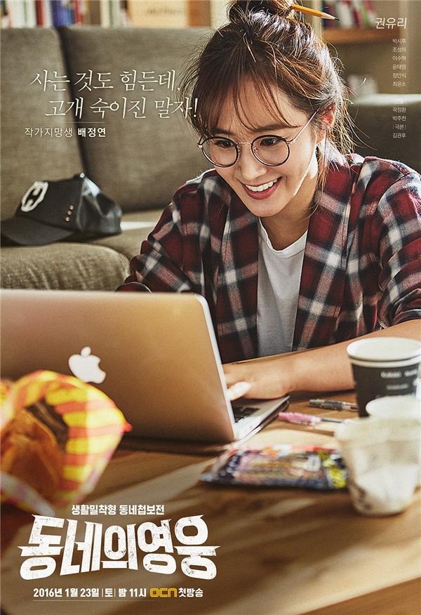 Yuri (SNSD) hiện đang bận rộn trên phim trường Neighborhood Hero trong dịp Tết năm nay. Diễn xuất của cô nàng trong dự án lần này nhận được nhiều lời ngợi khen từ khán giả và cư dân mạng.