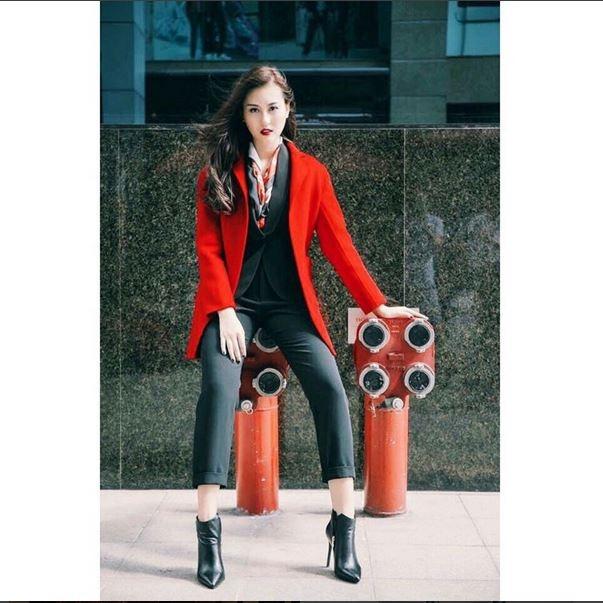 Những trang phục mang hơi thở hiện đại, cá tính được Hà Lade khá ưa chuộng.