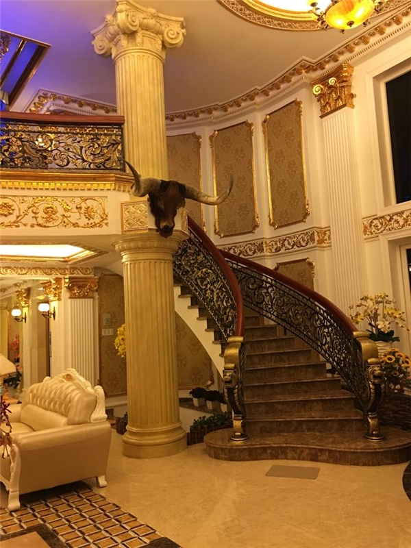 Không chỉ lộng lẫy vẻ đẹp bên ngoài, nội thất bên trong của biệt thự vô cùng sang trọng và quý phái. - Tin sao Viet - Tin tuc sao Viet - Scandal sao Viet - Tin tuc cua Sao - Tin cua Sao