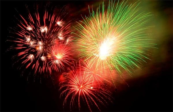 Pháo hoa rực sáng chào đón năm mới
