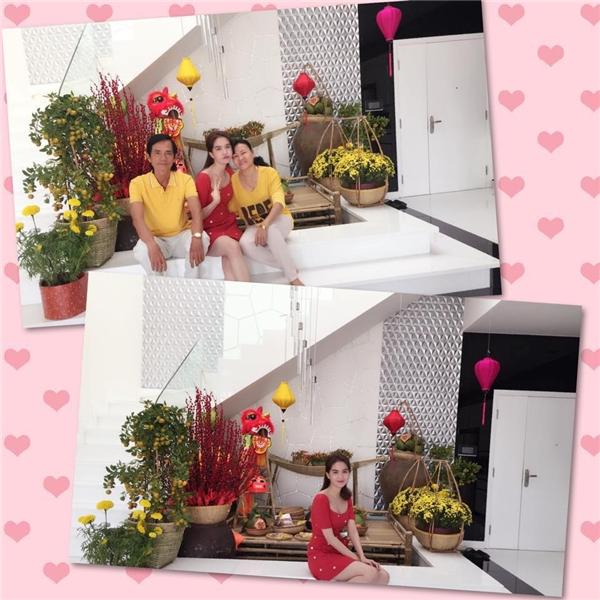 Diện chiếc đầm đỏ rực rỡ, Ngọc Trinh hạnh phúc chụp ảnh bên cạnh người thân nhân dịp năm mới. - Tin sao Viet - Tin tuc sao Viet - Scandal sao Viet - Tin tuc cua Sao - Tin cua Sao
