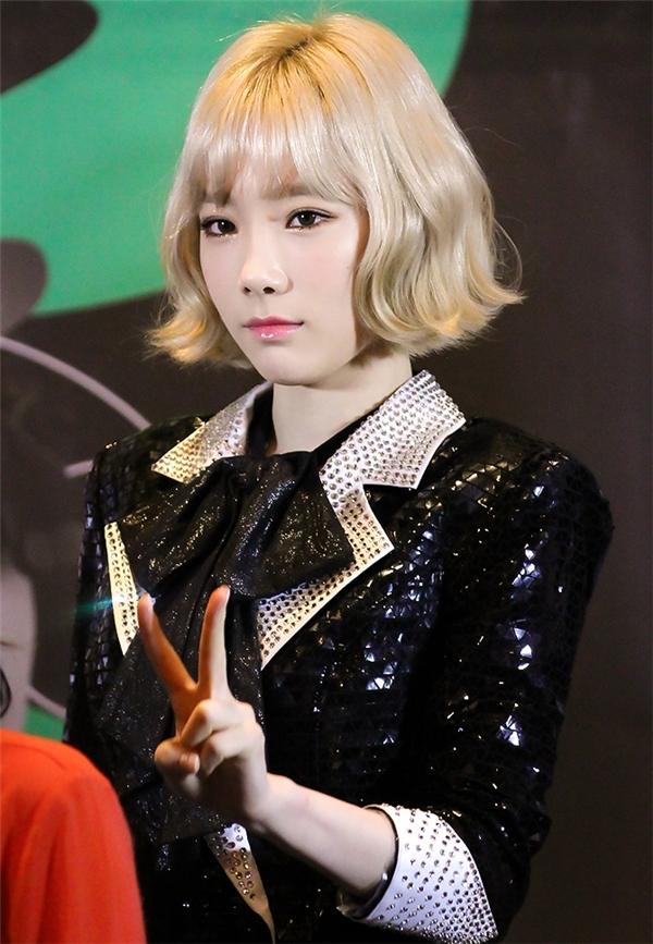 """Sở hữu làn da trắng mịn và gương mặt không tuổi, Taeyeon (SNSD) được các fan đặt cho biệt danh """"trưởng nhóm trẻ con"""". Không ít lần nữ thần tượng khiến mọi người xuýt xoa bởi gương mặt mộc trắng sáng, xinh đẹp."""