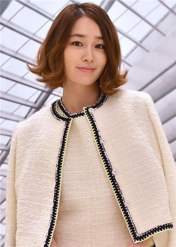 Sở hữu làn da hơi ngâm đen chính là lợi thế của Lee Min Jung giúp nữ diễn viên hạn chế nỗi ám ảnh về mụn.