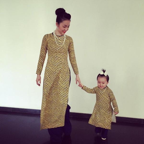 Linh Nga và con gái từng khiến khán giả vô cùng thích thú khi diện áo dài đồng điệu về kiểu dáng, màu sắc, họa tiết.
