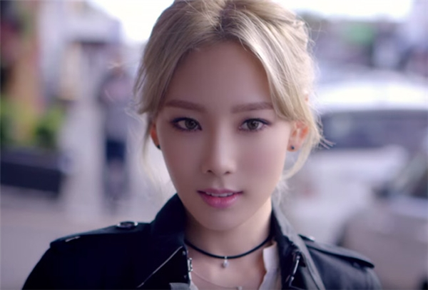 """Taeyeon (SNSD) là 1 trong 6 mỹ nhân Hàn được fan nữ cuồng nhất năm 2015. Cô được gọi là """"girl crush"""" - một hiện tượng mới trong làng giải trí Hàn khi có lượng fan nữ đông đảo."""