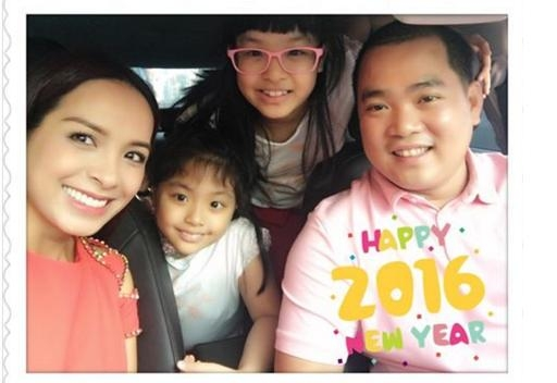 Cả gia đình người mẫu Thúy Hạnh vui vẻ du xuân cùng nhau vào ngày đầu năm. - Tin sao Viet - Tin tuc sao Viet - Scandal sao Viet - Tin tuc cua Sao - Tin cua Sao