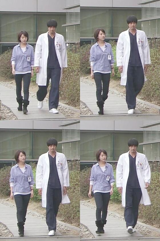 """Dù không thể phủ nhận độ đẹp đôi của So Ji Sub và Han Ji Min nhưng thân hình """"đồ sộ"""" của chàng """"quân chủ"""" khiến anh trông như người khổng lồ bên cạnh bạn diễn."""