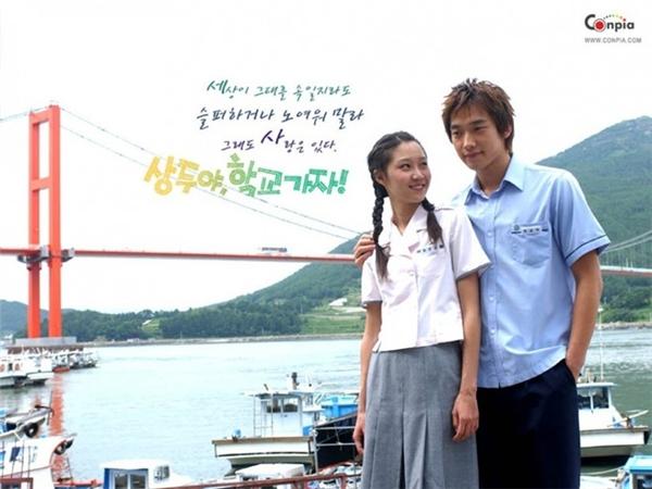 Nếu không biết, chắc hẳn mọi người sẽ nghĩ Rain đang ngồi chơi với cháu gái của mình thay vì nữ diễn viên Gong Hyo Jin.