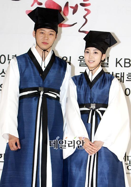Có lẽ thân hình nhỏ bé của Park Min Young chính là bằng chứng tố cáo thân phận nữ nhi của cô với Yoochun trong Sungkyunkwan Scandal.