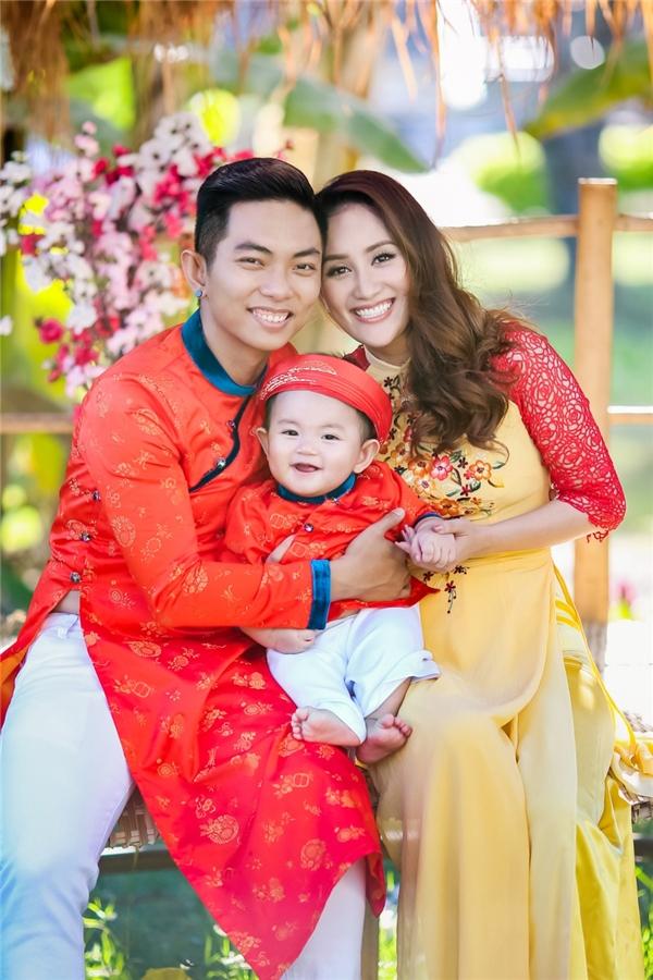 Gia đình nhỏ đáng yêu của Khánh Thi và Phan Hiển. - Tin sao Viet - Tin tuc sao Viet - Scandal sao Viet - Tin tuc cua Sao - Tin cua Sao