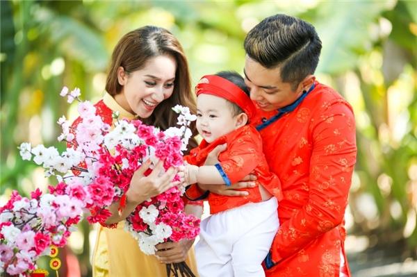 Khánh Thi – Phan Hiển cực tình cảm đón xuân cùng con trai - Tin sao Viet - Tin tuc sao Viet - Scandal sao Viet - Tin tuc cua Sao - Tin cua Sao