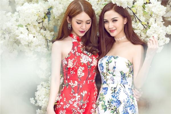 Những bộ trang phục đôi đồng điệu dù mang tông màu đối lập khiến cho Kelly và Milan trông như hai chị em một nhà. - Tin sao Viet - Tin tuc sao Viet - Scandal sao Viet - Tin tuc cua Sao - Tin cua Sao