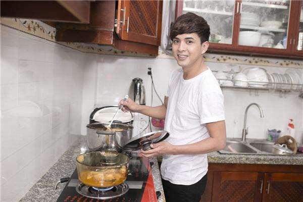 Hồ Quang Hiếu đảm đang lo việc bếp núc ngày xuân - Tin sao Viet - Tin tuc sao Viet - Scandal sao Viet - Tin tuc cua Sao - Tin cua Sao