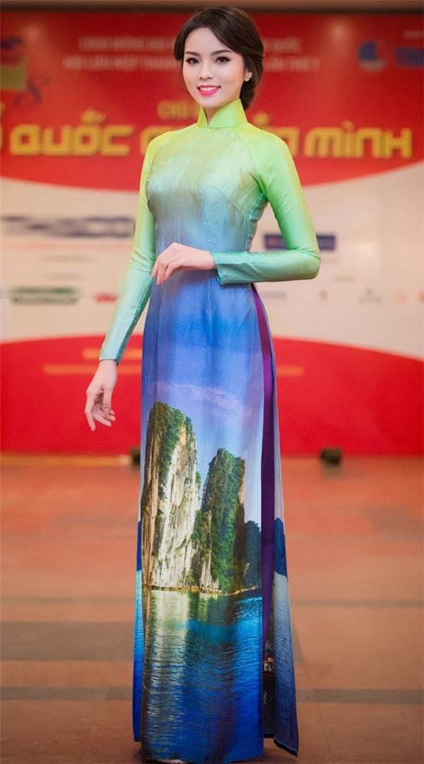 Hình ảnh vịnh Hạ Long được tái hiện chân thực qua cách in 3D. Sắc xanh hòa quyện vào nhau như một bản tình ca giữa đất, trời Việt Nam.