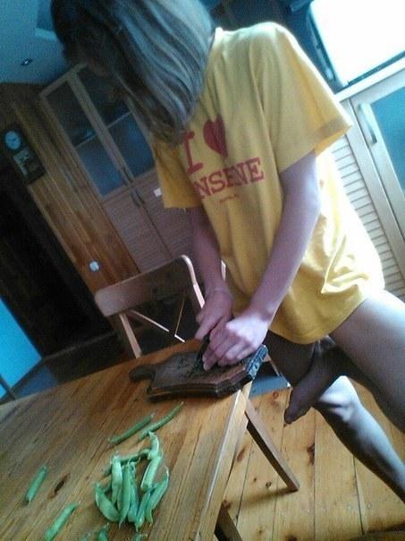 Đây chỉ là một cô gái vào bếp thông thường, cho đến khi...(Ảnh: BuzzFeed)