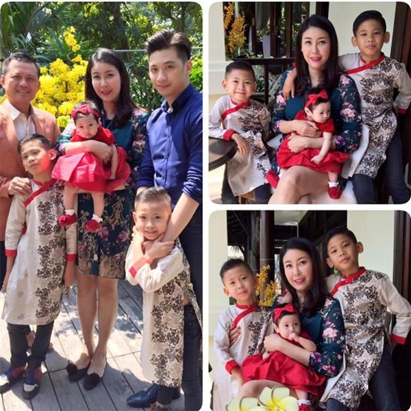 """Trở về Việt Nam vào đúng dịp Tết Nguyên đán, Hà Kiều Anh đăng hình ảnh hạnh phúc bên chồng và ba con với bình luận: """"Mùng một Tết! Cả nhà lần đầu tiên chụp hình có đầy đủ các thành viên. Thương chúc các cô chú, anh chị em và bạn bè gần xa một năm mới nhiều thành công, hạnh phúc"""". - Tin sao Viet - Tin tuc sao Viet - Scandal sao Viet - Tin tuc cua Sao - Tin cua Sao"""