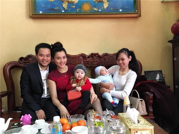 Đây là năm đầu tiên nhóc Vani con gái Trang Nhung được đón Tết.Có vẻ như cô bé rất háo hức chờ đón những điều mới lạ. - Tin sao Viet - Tin tuc sao Viet - Scandal sao Viet - Tin tuc cua Sao - Tin cua Sao