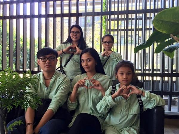 Trương Thị May và các em họ duy trì truyền thống ăn chay ngày Tết dù cả đang trong chuyến du lịch tại Phan Thiết. - Tin sao Viet - Tin tuc sao Viet - Scandal sao Viet - Tin tuc cua Sao - Tin cua Sao