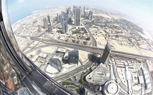 Toàn cảnh Dubai nhìn từ đài quan sát ở tháp Burj Khalifa.