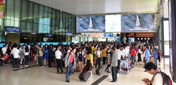 Sợ không mua được vé sau đợt nghỉ Tết Bính Thân 2016 nhiều người đã vội trở lại Sài Gòn dù ngày nghỉ vẫn còn.