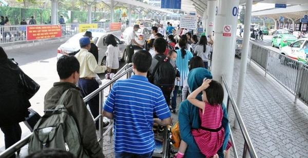 Hết 3 ngày Tết, người dân ùn ùn trở lại Sài Gòn