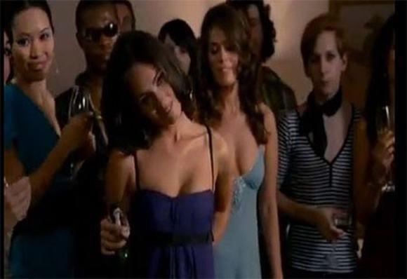 """Siêu mẫu Hà Anh cũng được mời vào một vai diễn quần chúng loáng thoáng trongmột phim của Hollywood có tên""""How to loose friends and Alienate People"""".Cô đóng vai bạn của Megan Fox, nhưng là một người bạntrong party có hàng chục người. - Tin sao Viet - Tin tuc sao Viet - Scandal sao Viet - Tin tuc cua Sao - Tin cua Sao"""