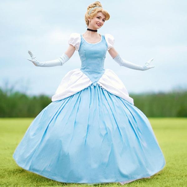 Cô nàng chia sẻ rằng nguồn thù lao này chính là kinh phí để cô đầu tư cho những bộ váy công chúa đắt đỏ.
